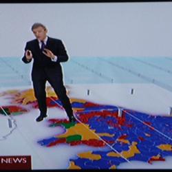 Les infographies géniales étaient de retour, le swingometer, la mosaïque de circonscriptions, le Michel Chevalet briton.